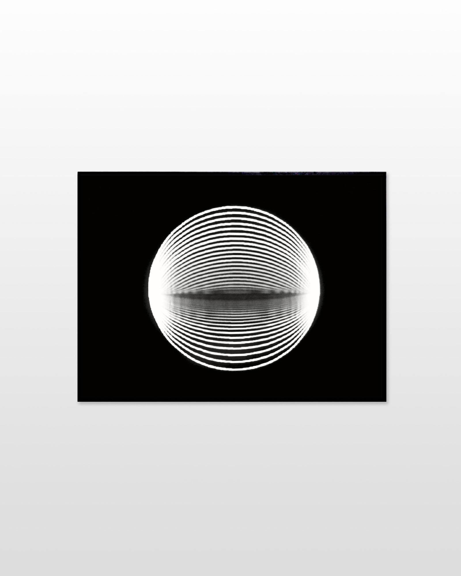 plakater-posters-kunsttryk, fotografier, new-media, abstrakte, minimalistiske, monokrome, pop, bevægelse, mønstre, videnskab, teknologi, sorte, grå, hvide, blæk, papir, abstrakte-former, smukke, sort-hvide, samtidskunst, dansk, mørke, dekorative, design, interiør, bolig-indretning, moderne, moderne-kunst, nordisk, det-ydre-rum, skandinavisk, sceneri, Køb original kunst og kunstplakater. Malerier, tegninger, limited edition kunsttryk & plakater af dygtige kunstnere.