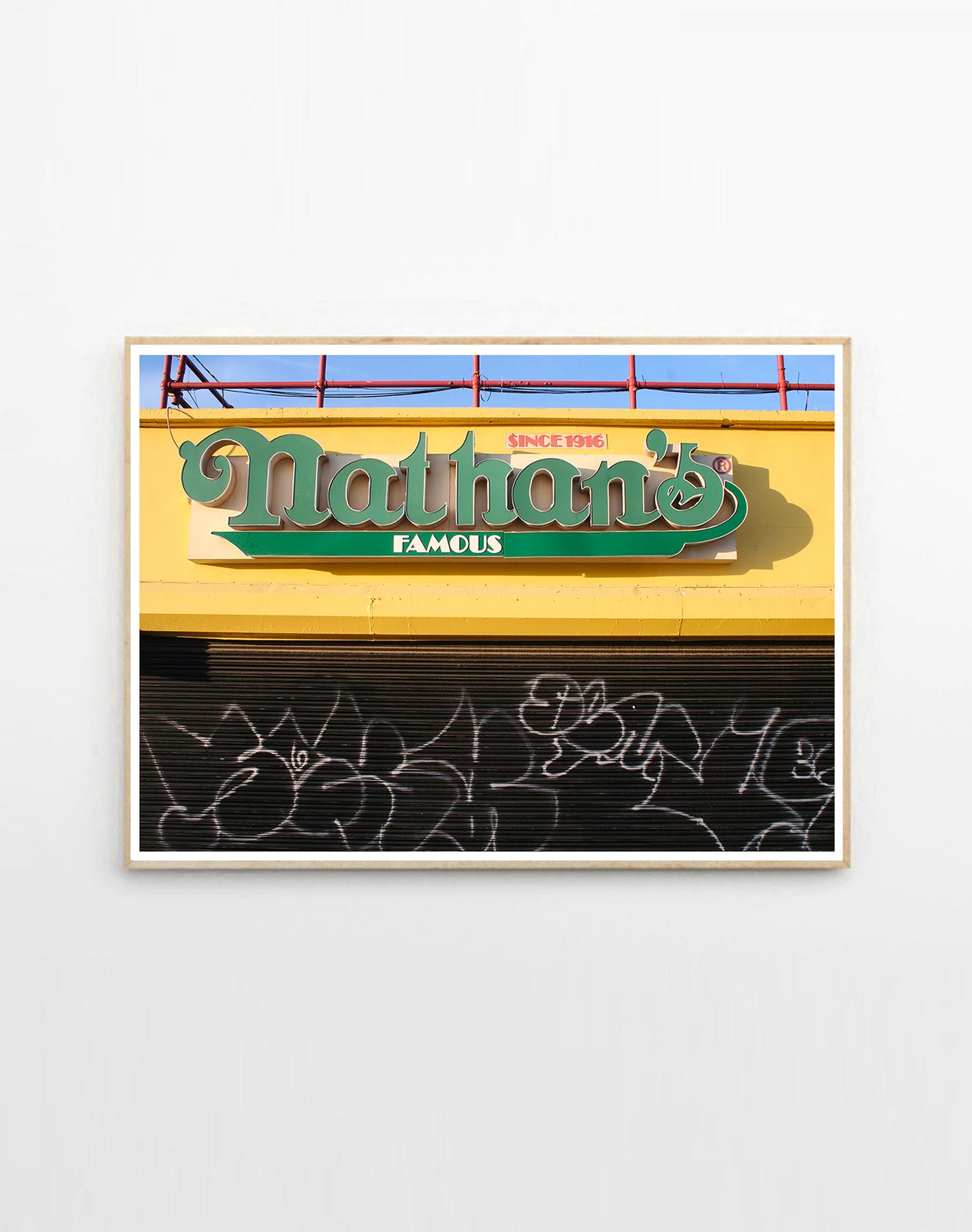kunsttryk, fotografier, geometriske, still-life, arkitektur, årstider, sorte, gule, blæk, papir, arkitektoniske, strand, bygninger, design, interiør, bolig-indretning, Køb original kunst af den højeste kvalitet. Malerier, tegninger, limited edition kunsttryk & plakater af dygtige kunstnere.