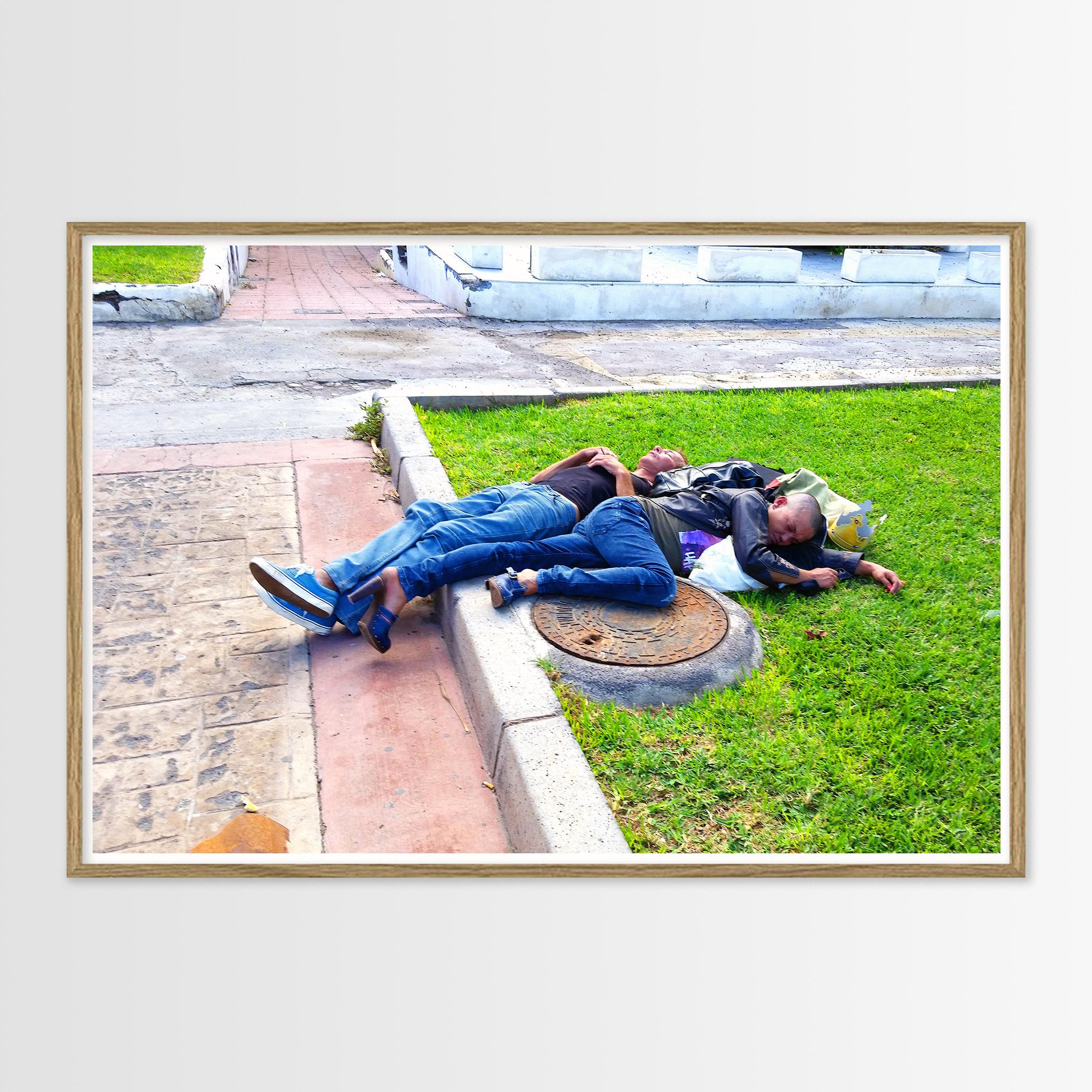plakater-posters-kunsttryk, giclee-tryk, farverige, figurative, illustrative, pop, kroppe, hverdagsliv, humor, mennesker, beige, blå, grønne, blæk, papir, cigaretter, samtidskunst, interiør, bolig-indretning, moderne, moderne-kunst, fotorealistisk, Køb original kunst og kunstplakater. Malerier, tegninger, limited edition kunsttryk & plakater af dygtige kunstnere.