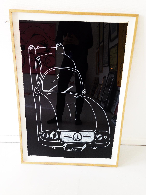 tegninger, børnevenlige, monokrome, pop, stemninger, bevægelse, transportmidler, sorte, hvide, papir, andre-medier, sjove, sort-hvide, biler, samtidskunst, dansk, interiør, bolig-indretning, moderne, moderne-kunst, naive, nordisk, skandinavisk, street-art, køretøjer, Køb original kunst og kunstplakater. Malerier, tegninger, limited edition kunsttryk & plakater af dygtige kunstnere.
