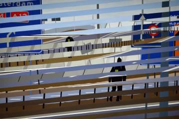 malerier, figurative, geometriske, grafiske, landskab, portræt, arkitektur, bevægelse, natur, mønstre, transportmidler, blå, brune, grå, hvide, akryl,  bomuldslærred, biler, sceneri, tid, køretøjer, Køb original kunst og kunstplakater. Malerier, tegninger, limited edition kunsttryk & plakater af dygtige kunstnere.