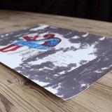 plakater, gicleé, figurative, illustrative, portræt, kroppe, tegneserier, humor, mennesker, blå, grå, røde, hvide, papir, sjove, kendte-personer, københavn, dansk, dekorative, design, interiør, bolig-indretning, mænd, nordisk, plakater, skandinavisk, skitse, Køb original kunst og kunstplakater. Malerier, tegninger, limited edition kunsttryk & plakater af dygtige kunstnere.